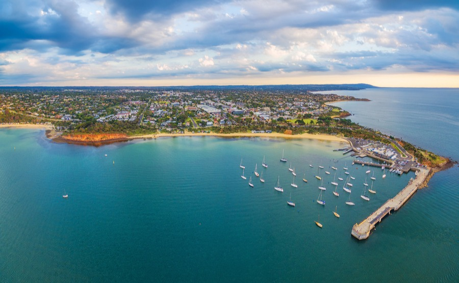 The Mornington Peninsula is the perfect place to live to be close to the beaches and nature, but also within easy reach of Melbourne.