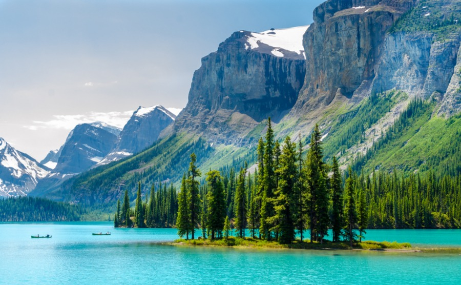 Can you find a mountain home in Canada near here?