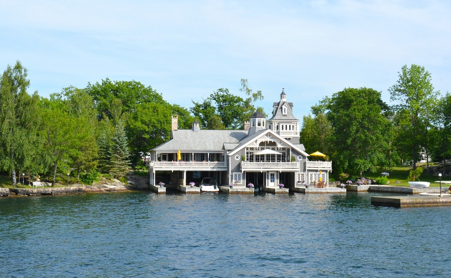 Thinking of buying in Canada in 2019? Could you be tempted by some of the world's largest homes?