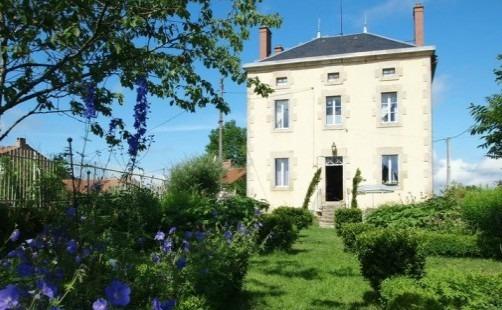 Be mesmerized by France's amazing 'maisons de maître'!