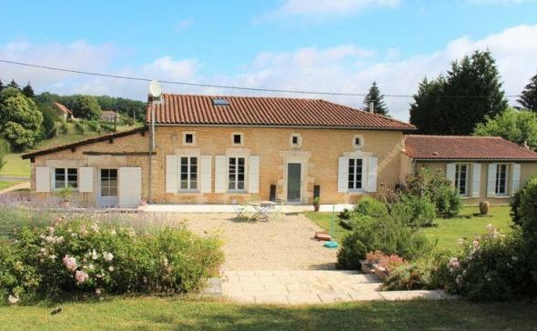 Example of country homes in France for sale in Poitou-Charentes for €243,800