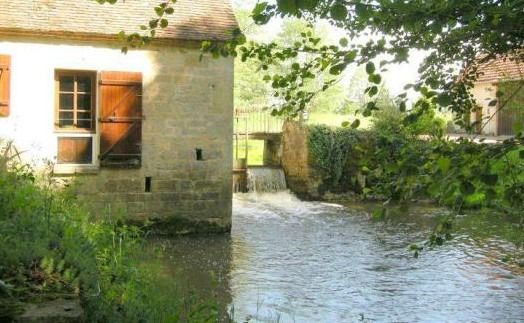 French country homes offer excellent prices to UK buyers, like this waterside home in Burgundy