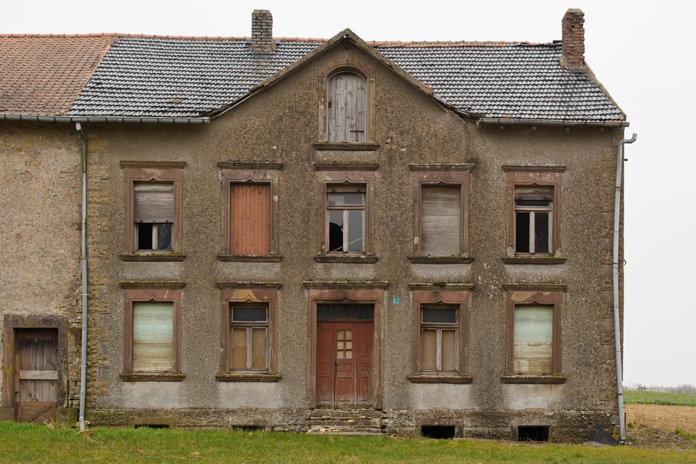abandoned-french-farmhouse-stands-waiting-for-a-new-life