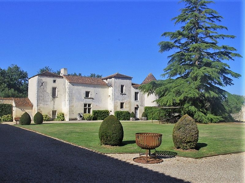 Fully restored, fifteenth-century logis. Click on the image for more details.