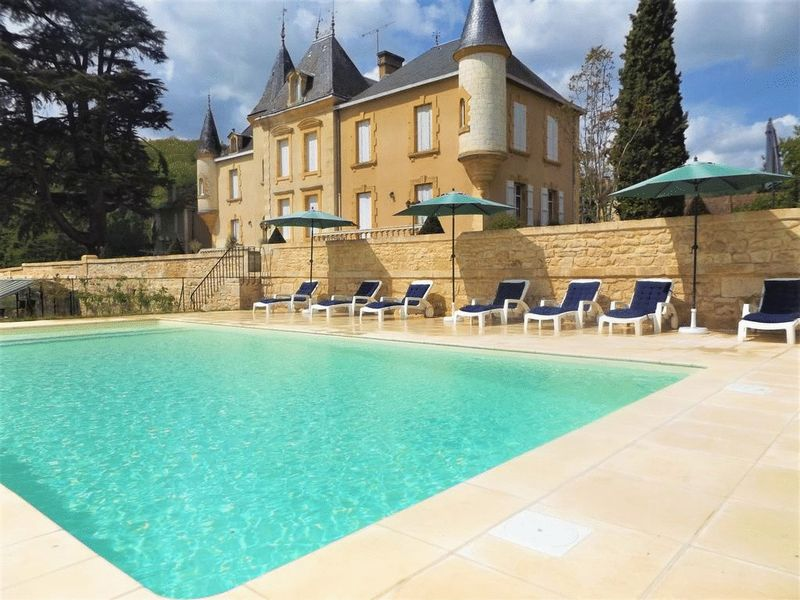 Beautiful château in sought-after village of Sarlat-la-Canéda. Click on the image for more details.