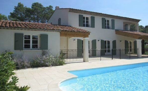 There are plenty of stunning villas near the Domaines de Saint Endréol.