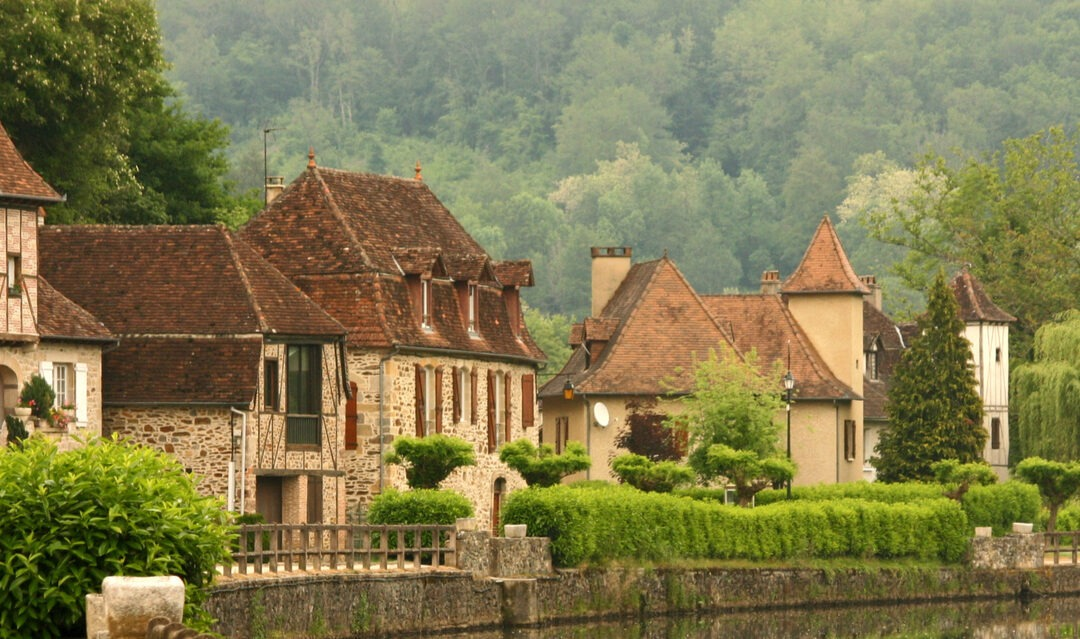 Building your own home in France, part 3: finding a builder
