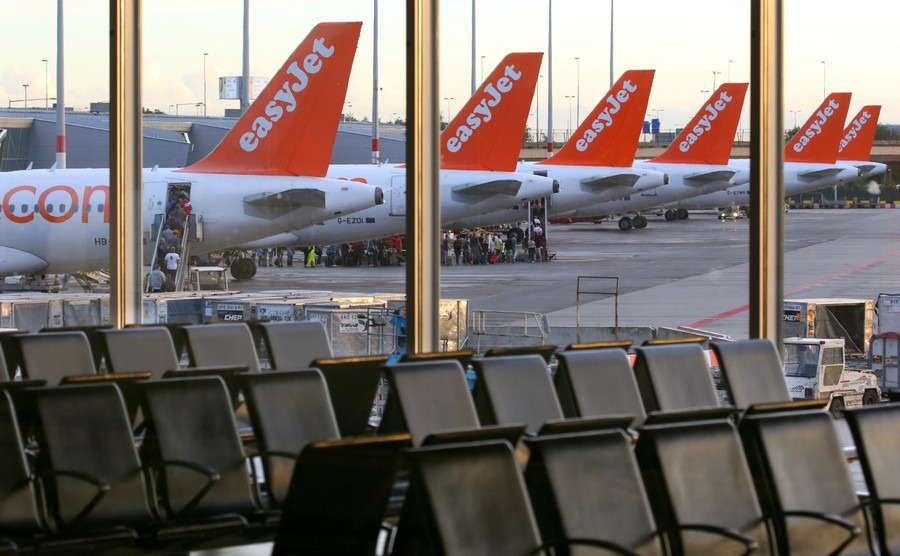 easyjet-airbus-a320-tails-at-schiphol-airport-netherlands
