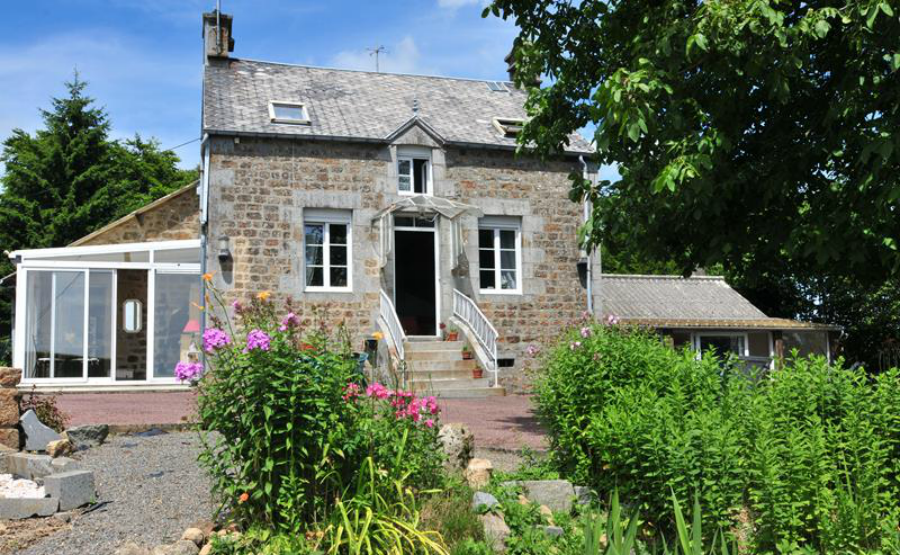 This gorgeous detached home in Normandy is on sale for just €108,000.