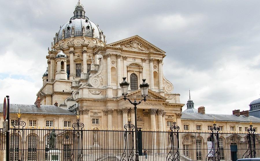 paris-france-april-25-2016-val-de-grace-hopital-dinstruction-des-armees-du-val-de-grace