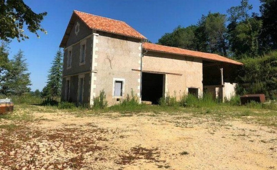 Could this €85,000 house with a barn in Aquitaine be on your viewing trip to France list? Click on the image to view the property.