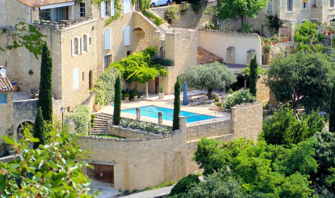 Installing and owning a swimming pool in France