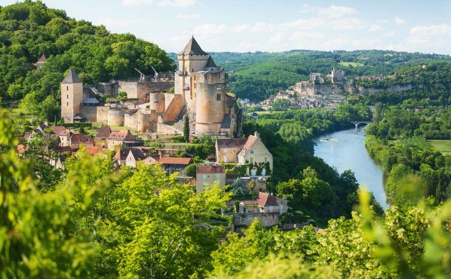 A good estate agent is a key part of a successful purchase and knowing how to buy in France.