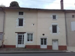 Traditional 4-bed village house in Charente, €85,000