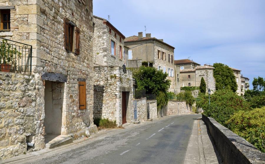 An outer road of Castelnau-de-Montmiral.
