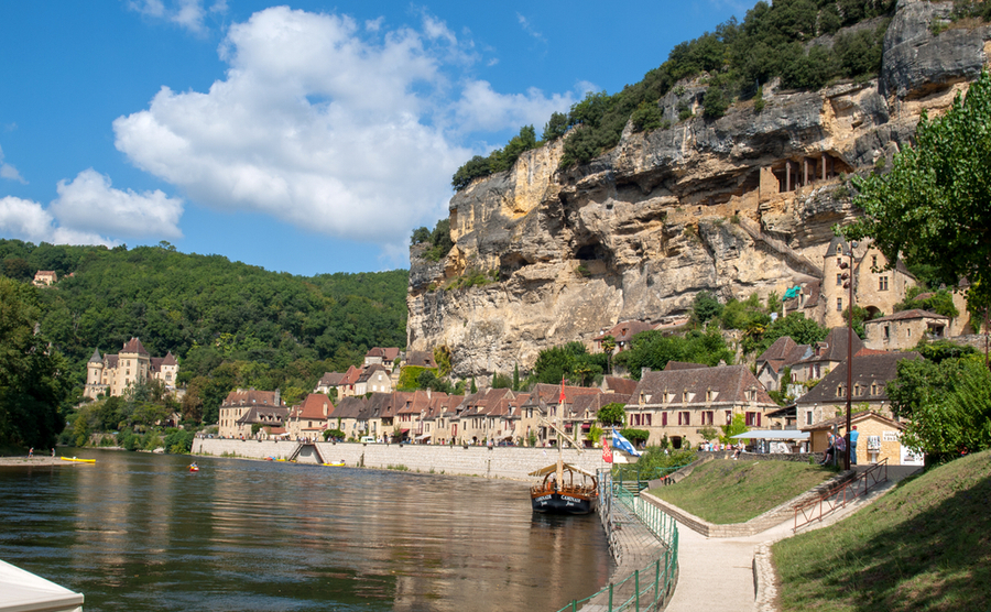 La Roque-en-Gageac in the Dordogne Valley. wjarek / Shutterstock.com