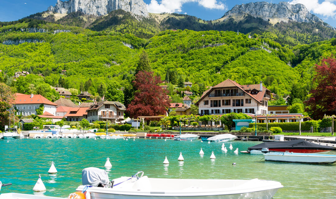 Buying a holiday home near a lake in France