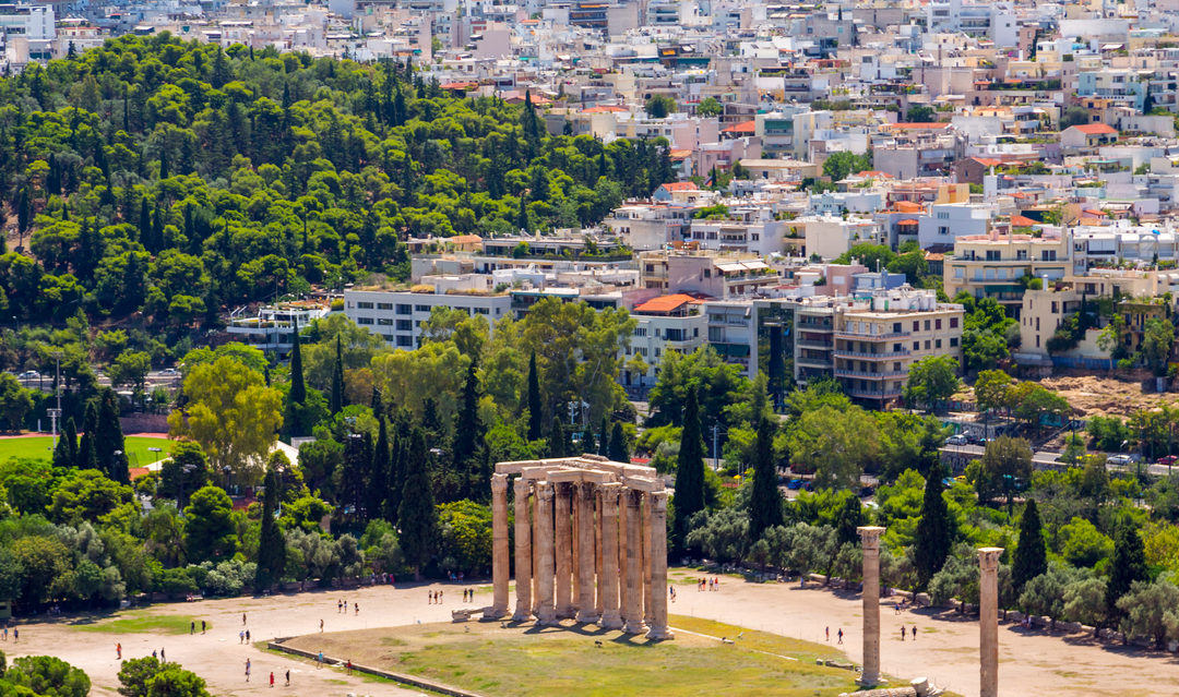 Foreign buyers rush into Greek property market