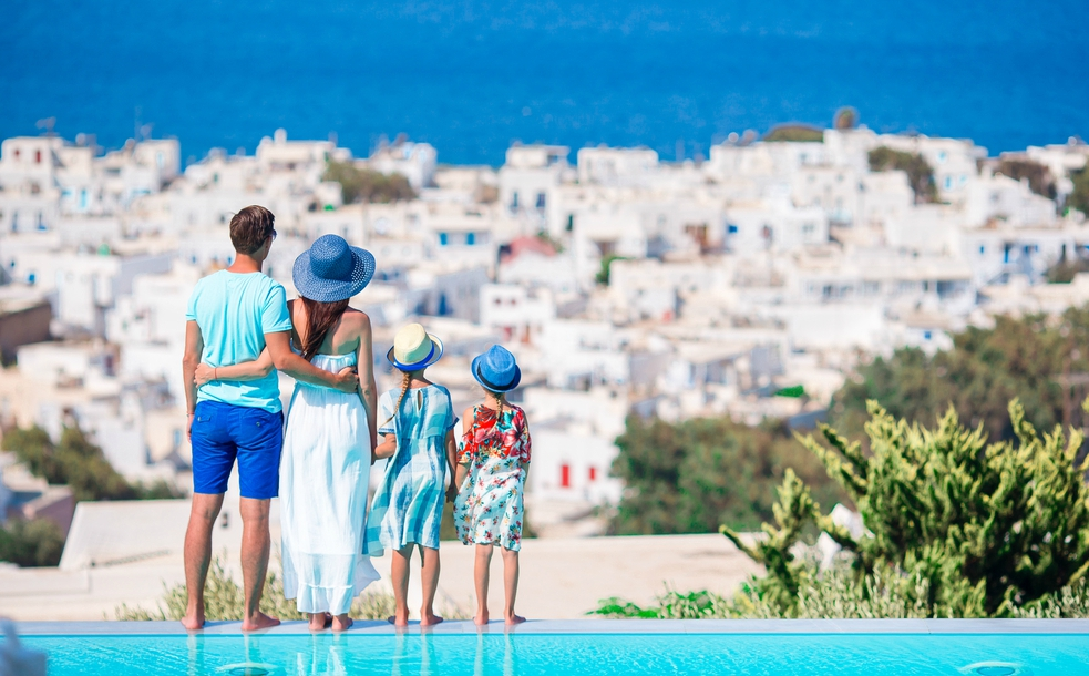 Moving with children to Greece: settling in, schools and learning the language