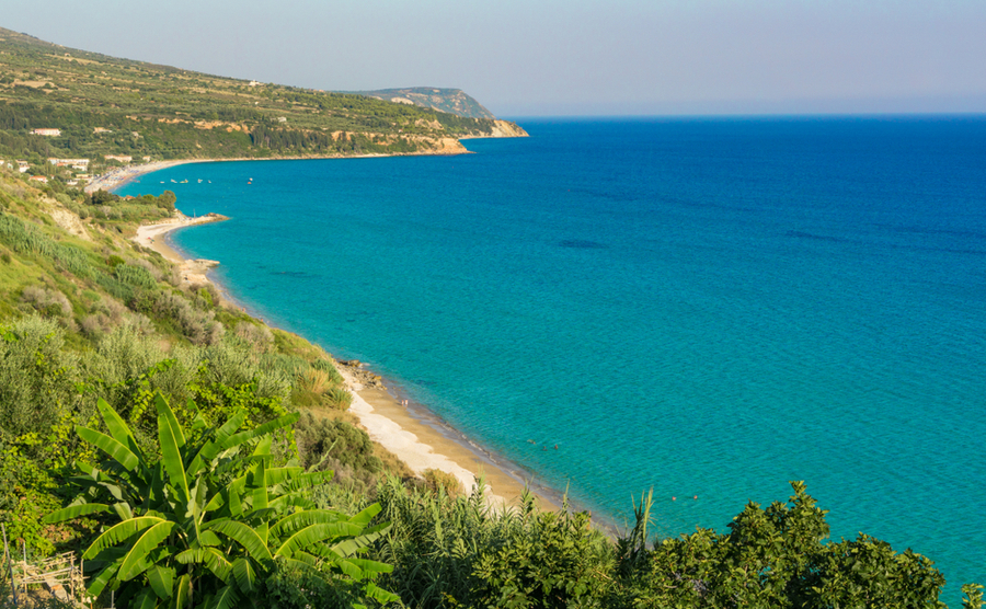 If you're looking to buy property in Kefalonia for the beach, you're in the right place. There are plenty around here, including Louvrata.