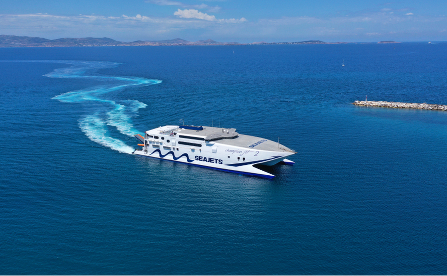 A high-speed ferry across the Aegean – the proper way to get to your island home! Aerial-motion / Shutterstock.com