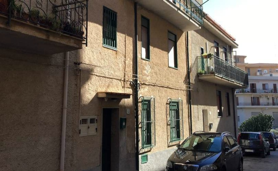 Click on the image to view this two-bedroom property in Campofelice for €75,000.