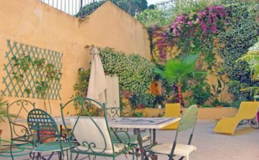 Spacious, two-bedroom apartment in Rione Monte with beautiful terrace. Click on the image to view the property.