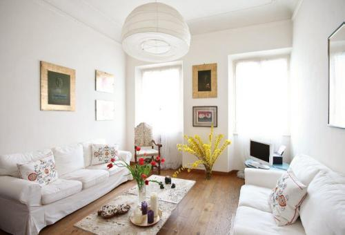 Two-bedroom penthouse in palazzo in Oltrarno.