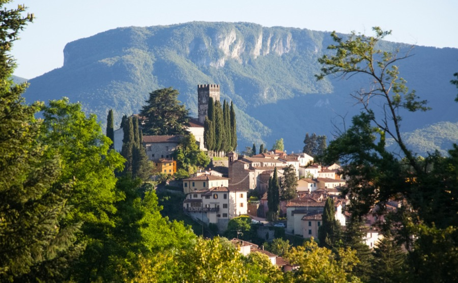 Could Barga be the one? Read the property guide to Tuscany