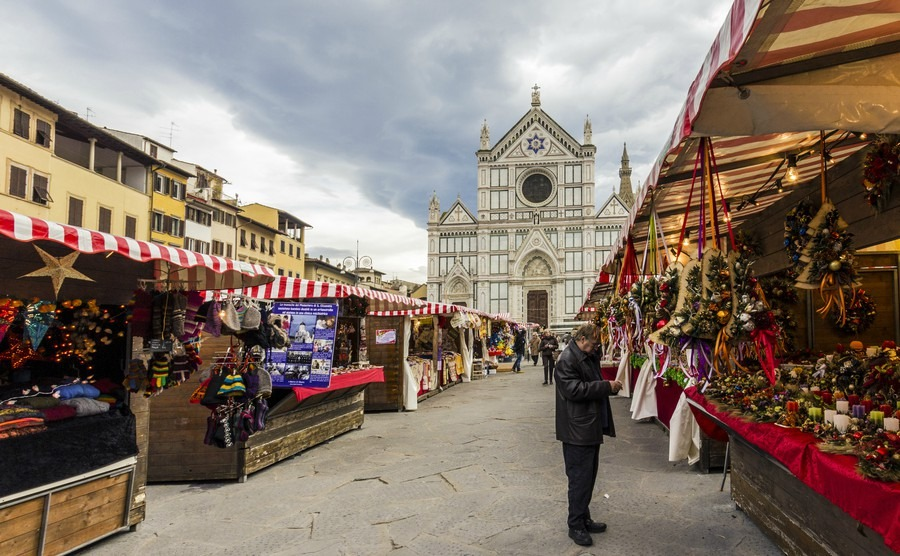 florence-italy-december-2013-from-the-city-of-heidelberg-in-germany-in-piazza-santa-croce-in-florence-weihnachtsmarkt