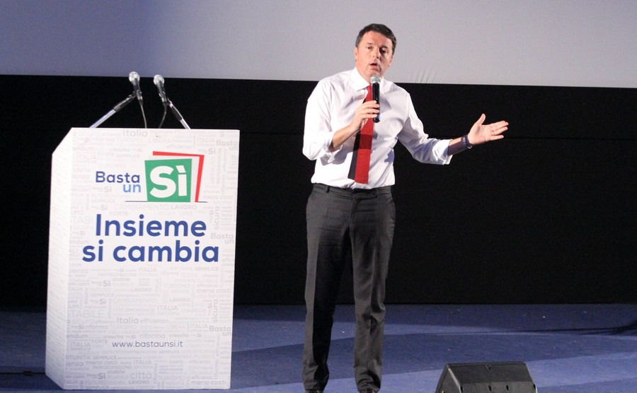 frosinone-italy-november-8-2016-the-election-campaign-of-matteo-renzi-for-the-constitutional-referendum