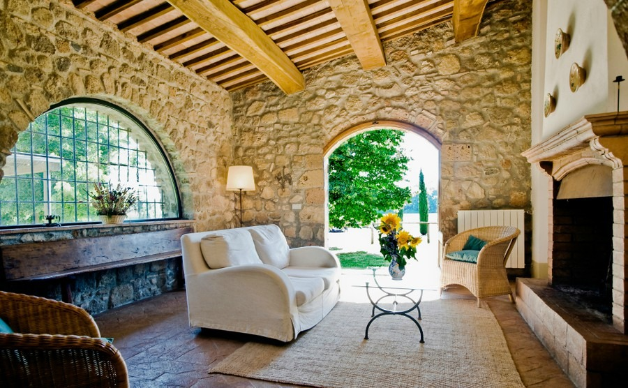 Viewing country houses in Italy