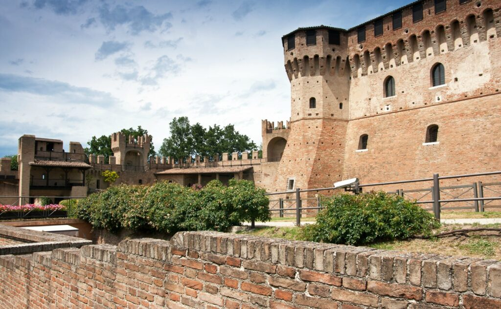 Italy-where-to-buy-Lemarche-GradaraCastle