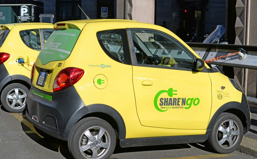 milan-italy-march-3-2016-sharengo-the-new-mobility-environment-friendly-sharing-of-electric-cars-in-milan-to-reduce-the-ecological-footprint