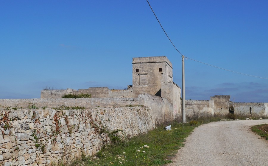 the-remains-of-a-historical-stone-built-farm-in-apulia-in-italy-called-a-masseria