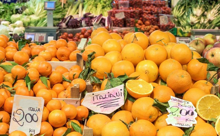 fruit-at-an-italian-market-orange-mandarin-and-apple-sweet-oranges