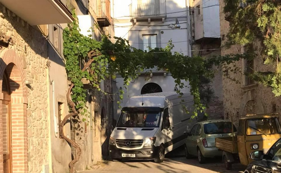 "Moving to Italy? With the ""man with a van"" you can"