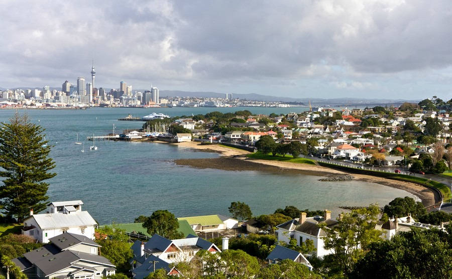 auckland-city-view-of-residential-area-and-harbor-area-on-june-29-2008-in-new-zealand