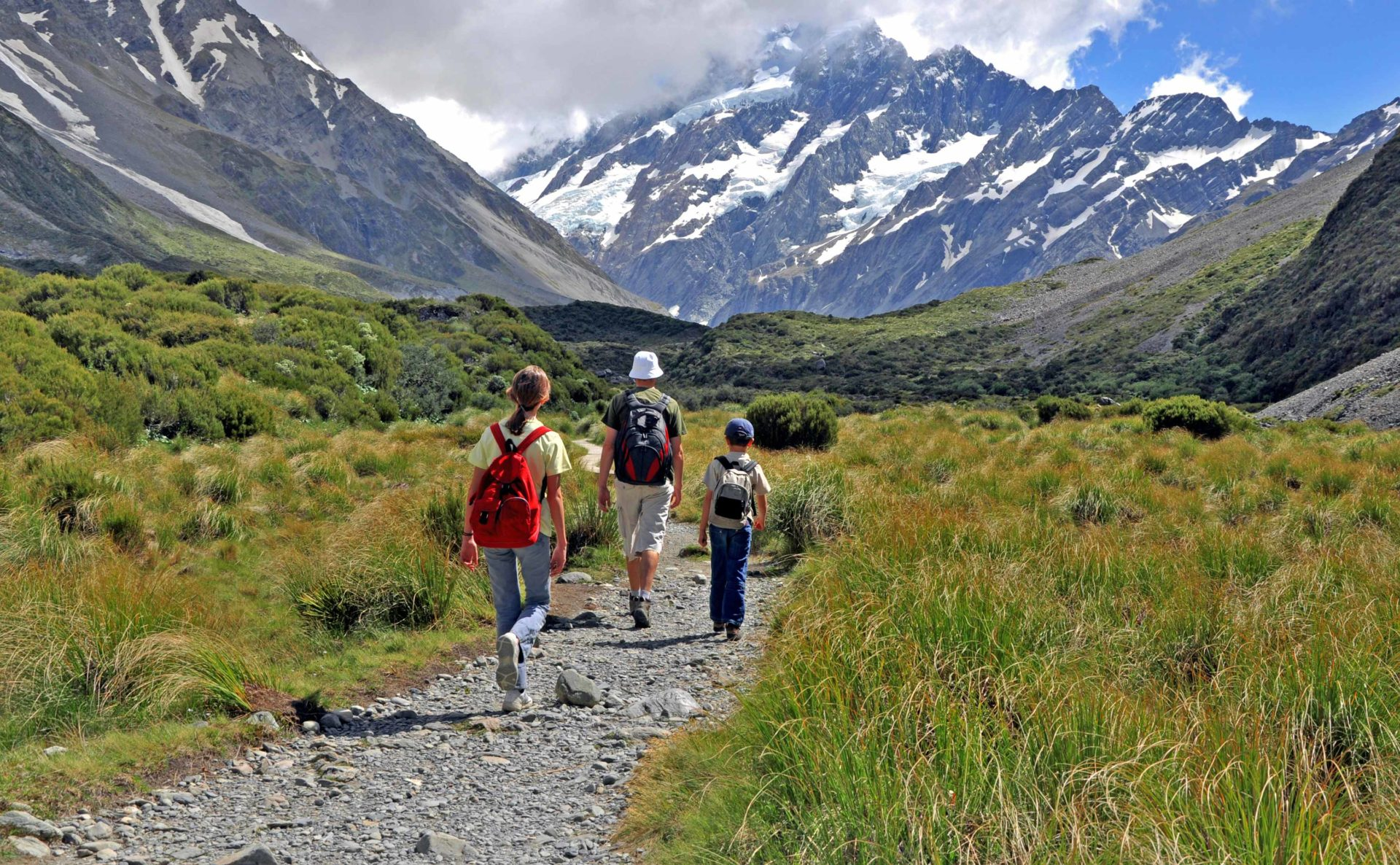 Mount Cook in South Island is full of breathtaking scenery | Move to New Zealand with your children