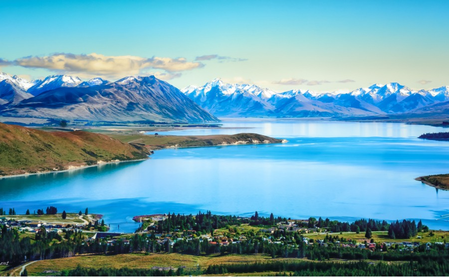 Lake Tekapo has a beautiful village along its shores – could you find your perfect winter holiday home in New Zealand here?