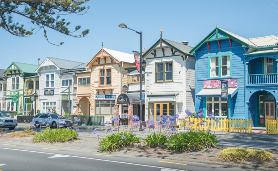 Colourful houses in Napier. Boyloso / Shutterstock.com