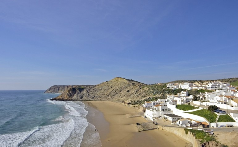 burgau-at-the-atlantic-ocean-in-the-algarve-in-portugal