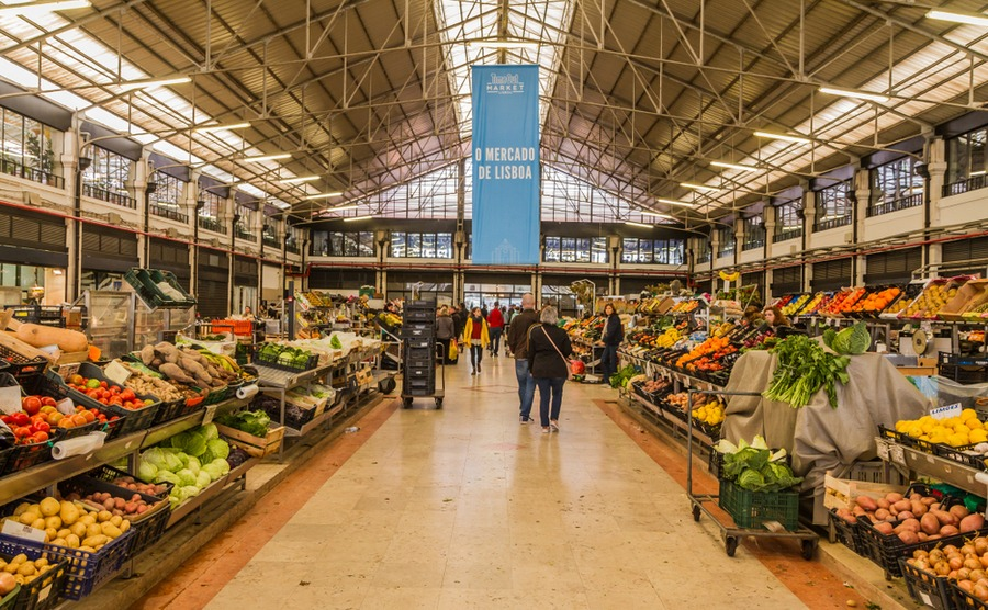 The fantastic market in Campo de Ourique. photoshooter2015 / Shutterstock.com
