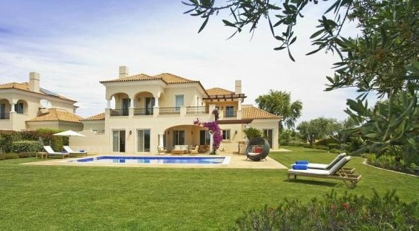 This four-bed villa is an excellent example of a luxury East Algarve property. Click on the image to view the property.