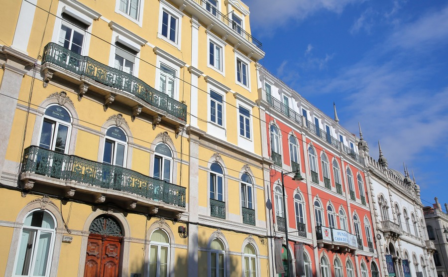 Colorful buildings in Principe Real. Christophe Cappelli / Shutterstock.com