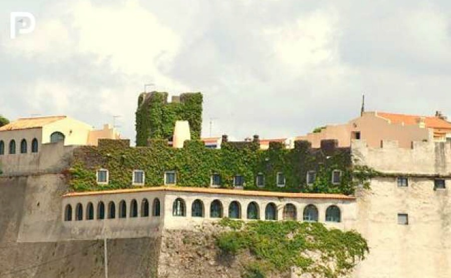 Click on the image to view the castle on our portal.