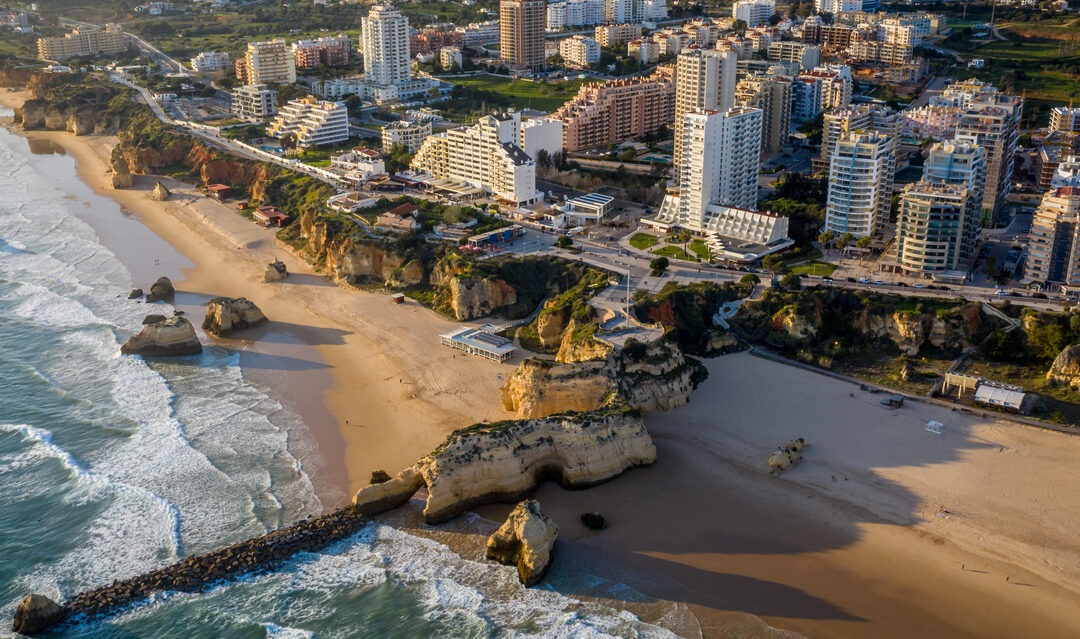 Moving to Portimão: the city and its beaches