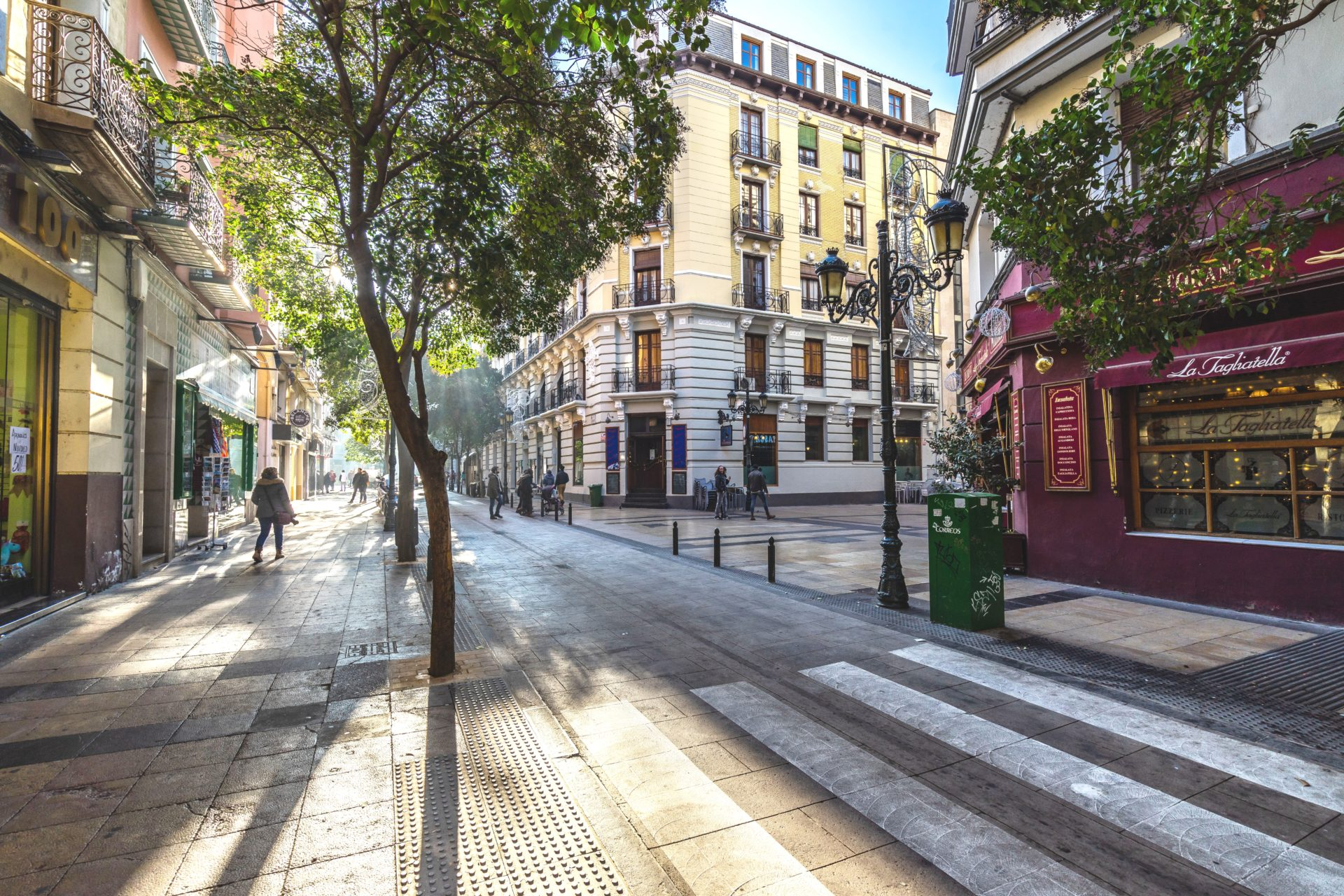Attractive apartment buildings and cafes in Zaragoza's old town