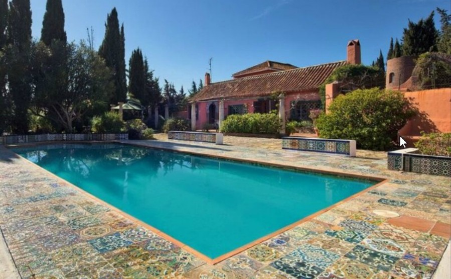 The 'new golden mile' around Estepona is growing in popularity. Click to see this five-bedroom villa near to Estepona itself.