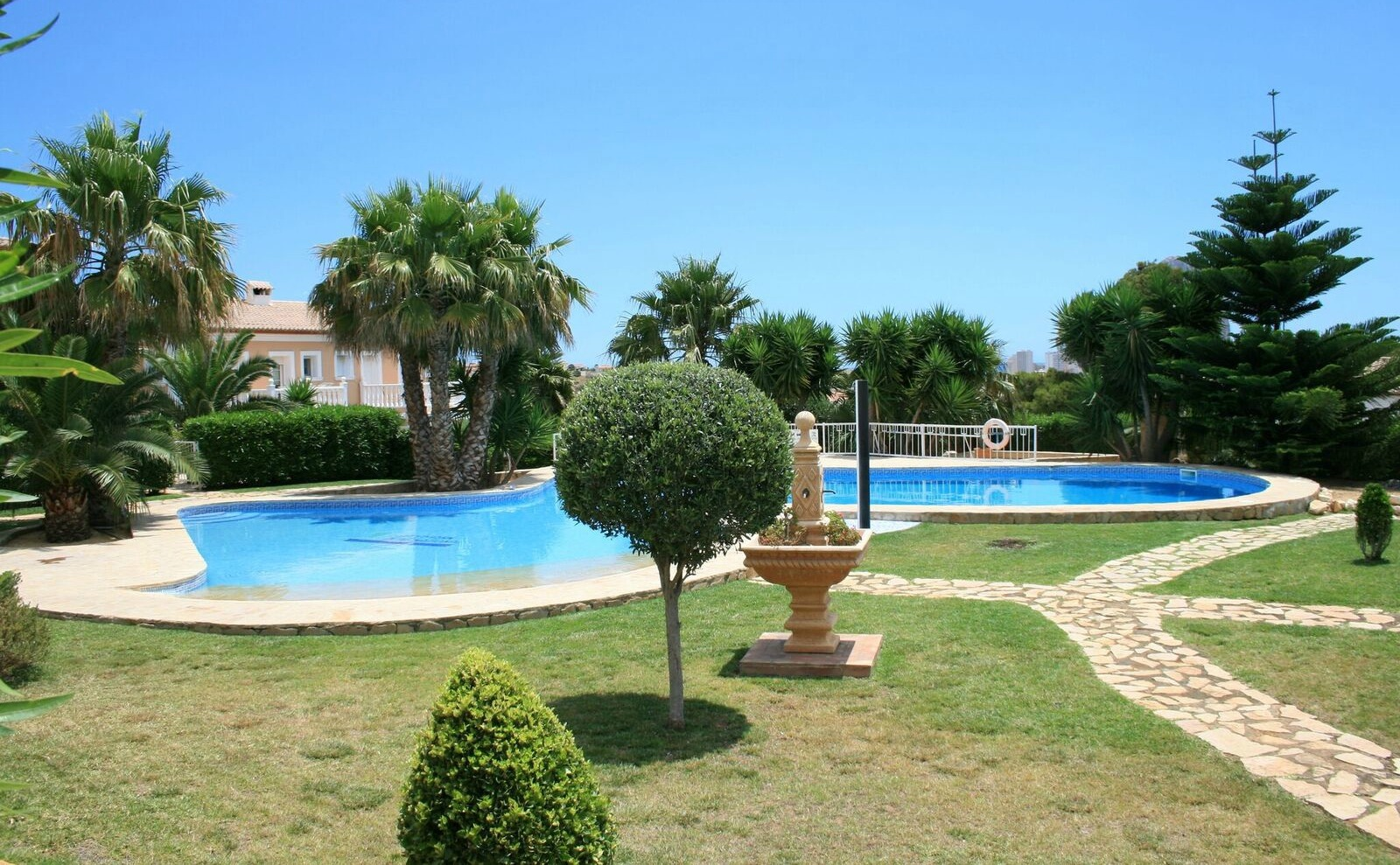 Click on the image to view this townhouse on the Costa Blanca.
